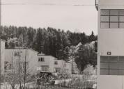 Mehrfamilienhaus und 3-Zimmerhausreihen. Foto Hans Finsler, Nachlass Alfred Roth, gta Archiv.